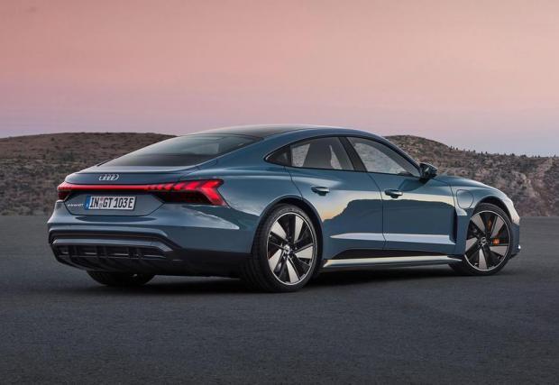 Audi вече има изцяло електрически модели, последният от които е e-tron GT