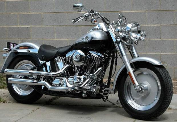 Harley-Davidson Heritage Classic Softail (1993) – Както вероятно знаете, Лари Мълън Джуниър е запален почитател на Harley, като този тук е само един от многото в колекцията му.