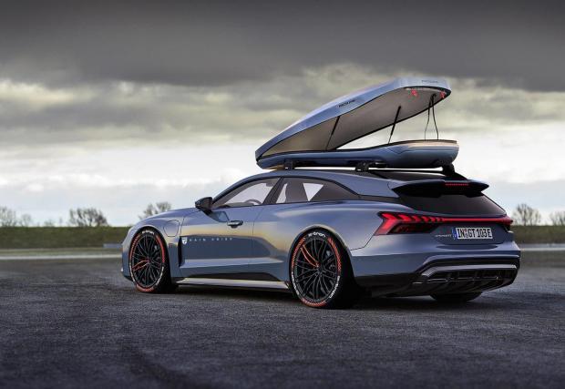 Стилен шутинг брейк, вдъхновен от Audi e-tron GT. Нататък в галерията може да видите оригиналната кола
