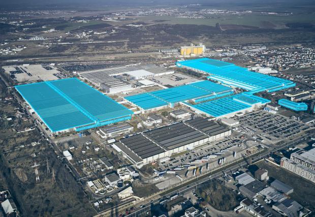 Две скици на разширенията на завода в Румъния, както и няколко снимки от съоръжението