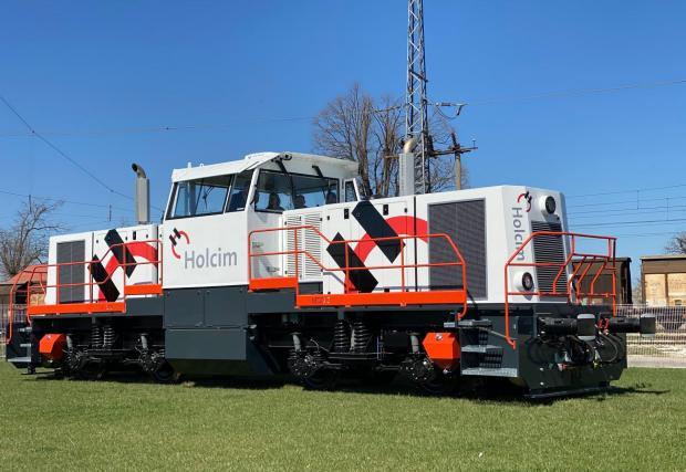 Галерия със седем снимки на новия български локомотив