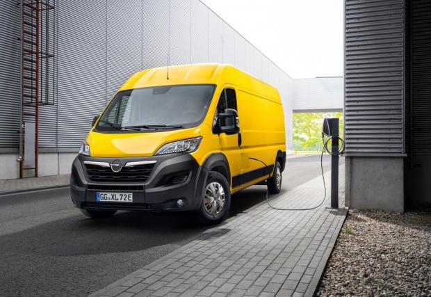 Галерия със 7 снимки на електрическия товарач на Opel