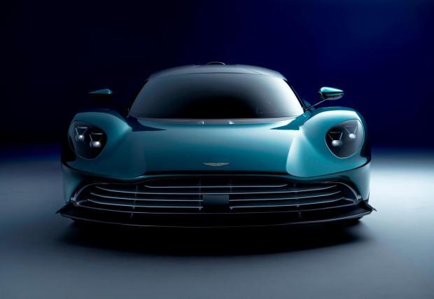 5. Aston Martin твърди, че Valhalla може да завърти Нюрбургринг за по-малко от 6:30 минути. Ако това е вярно, би значело нов рекорд на Ринга за серийна кола – с 8 секунди по-бързо от 911 GT2 RS.