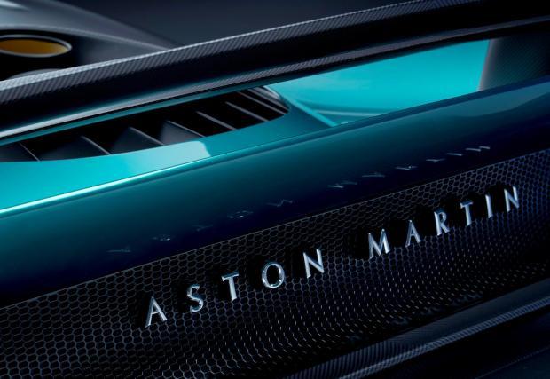 10. Aston Martin засега не показва интериора, но твърди, че седалките са луксозни и удобни, за разлика от карбоновия уред за мъчения във Valkyrie. Това е суперспортна кола с всички помощници за водача, които може да очаквате в XXI век.