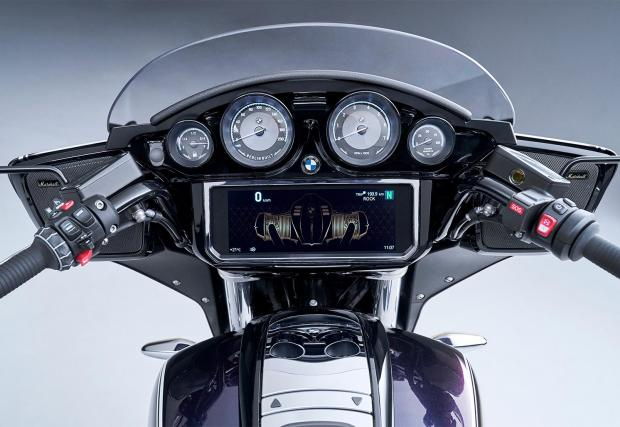 BMW R 18 Transcontinental с Option 719 Galaxy Dust металик/Titan silver 2 металик.