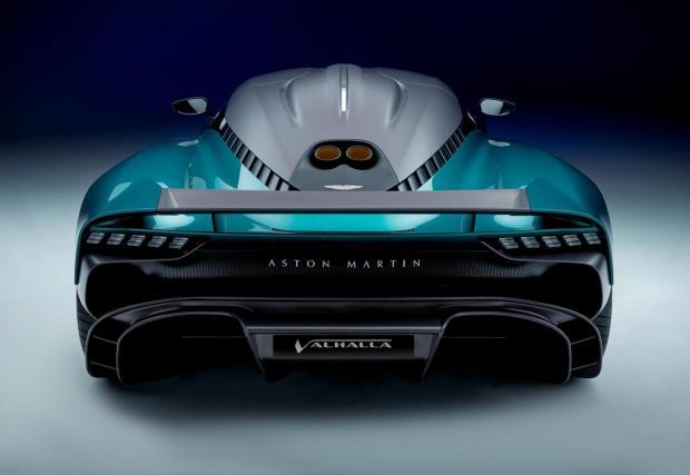 1. Valhalla е хибрид. Централно разположеният 4-литров V8 от AMG е подпомогнат от два електромотора за общо 950 к.с. Само бензиновият двигател осигурява 750 от тези коне при 7200 об/мин.