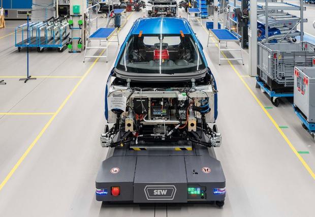 Макар да е малък, той е един от най-модерните заводи за производство на електромобили в Германия, като разчита на принципите на Индустрия 4.0