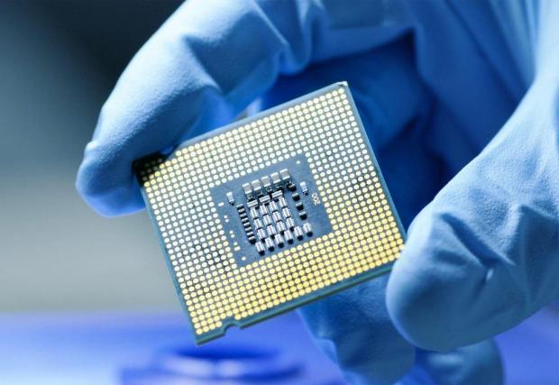 От тези и подобни микроскопични електронни устройства зависи дали цели заводи ще работят или ще останат на трупчета