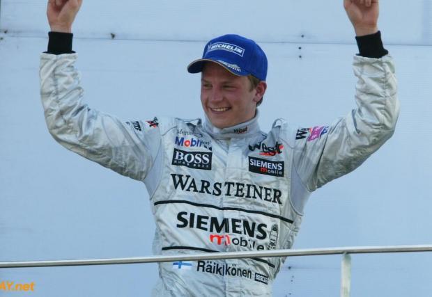 23 години и 157 дни. Макар днес да е един от най-възрастните и опитни пилоти, когато спечели първата си победа, Кими беше само на 23 – един от най-младите победители във Формула 1.
