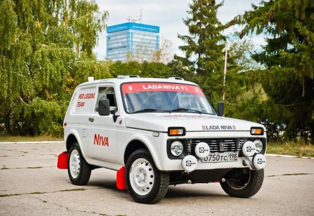 Галерия от 4 снимки на Lada Niva Dakar 2022