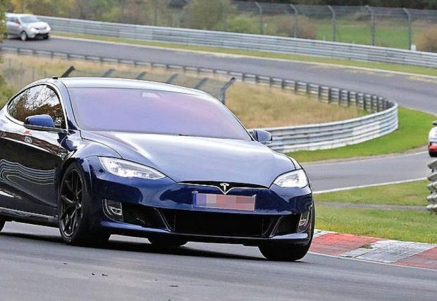 Няколко снимки от тестовете на Model S Plaid на Ринга