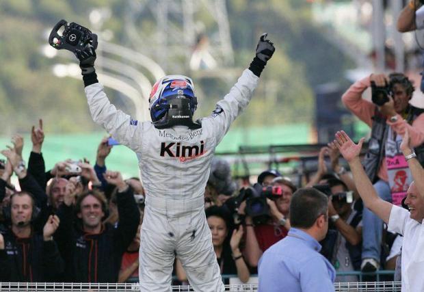 46 най-бързи обиколки. Само двама души в историята на Формула 1 имат повече – Михаел Шумахер и Люис Хамилтън. Показателно. Кими държи и рекорда, заедно с Михаел, за най-много НБО в един сезон – 10.