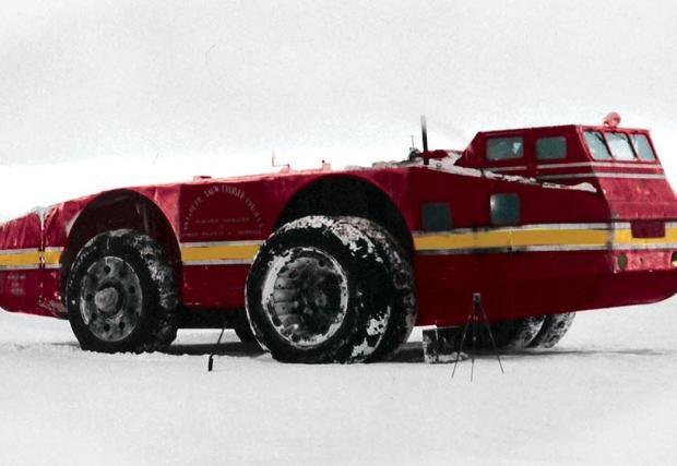 Оцветена снимка на машината на Антарктида
