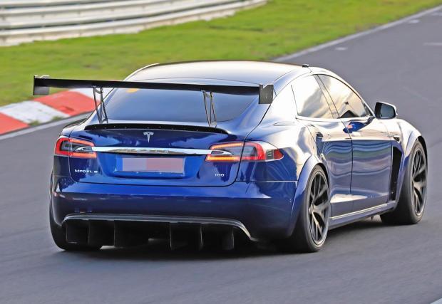 Tesla обяви, че ще опита рекорд и с наточен Plaid със състезателни гуми, керамични спирачки и агресивна аеродинамика