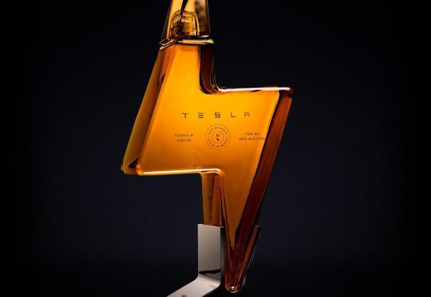 Текилата на Tesla струваше 250 долара бутилката и се изчерпа за минути