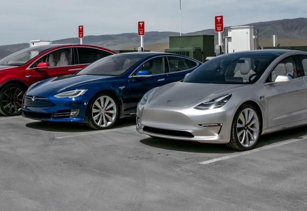 Компанията все още е най-големият производител на електрически коли в света