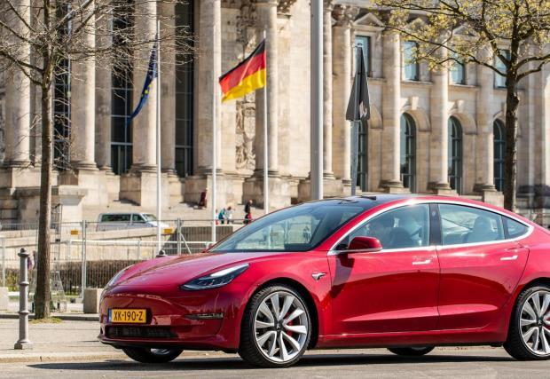 В първия гигазавод в Германия ще се правят и електромотори за Model 3