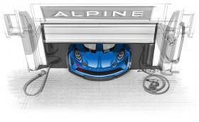 Горещо, даже пáри! Състезателен Alpine A110 се показва от гаража