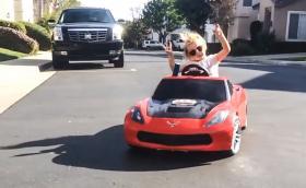 Лайла Калис е 5-годишен дрифтър-бонбон. Кара Chevy Vette и Porsche 911 GT3. Галерия и клипове