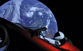 Съвсем нормално: Tesla Roadster в космоса. Исторически момент: успешно изстрелване за Илон Мъск и SpaceX