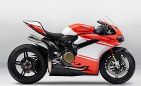 Потресаващото Ducati 1299 Superleggera, първият мотор с карбонова рама: 215 коня, 156 кг... Галерия и супер факти и видео