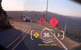 BMW представи хедъп дисплей, интегриран в мотоциклетна каска