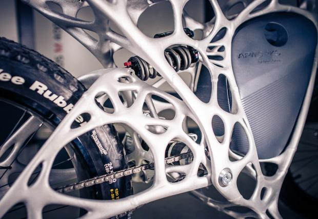 Light Rider е проектиран от AP Works, дъщерна компания на Airbus. Рамата е изцяло 3-D принтирана.