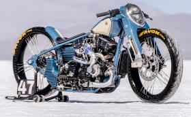 'The Cheetah' от Lucky Custom е турбиниран Harley-Davidson с вилка от Honda и фар от Ford