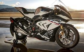 BMW HP4 RACE е карбонова ракета за писта: 215 к.с., 171 кг. По-добро ли е от Ducati 1299 Superleggera?
