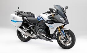"""BMW R 1200 RS ConnectedRide """"си говори"""" с други мотори и коли, вижда дали кръстовището е безопасно за преминаване"""