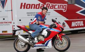 Изненада! Гай Мартин ще кара отново в TT! Втора изненада: ще кара за Honda с Джон Макгинес. Галерия и видео