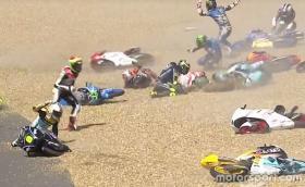 13 моториста паднаха едновременно в Moto3, а Роси изпусна победата метри преди финала и падна в MotoGP. Интересна неделя
