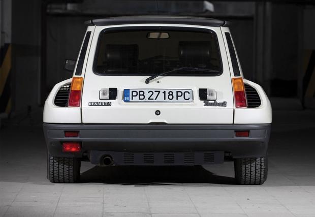 Това 1983 Renault 5 Turbo 2 е на 5900 км и е от Пловдив. Продава се в Париж, цената е 95 000 евро. Галерия и инфо