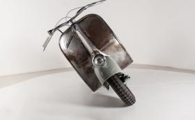 Тази килната Vespa на Piaggio е най-старата в света. Струва 182 499 евро и се продава на търг. Галерия и инфо