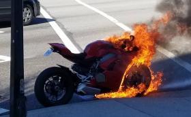 Ducati Panigale V4 изгоря в Канада. Жалко за яката пистарка
