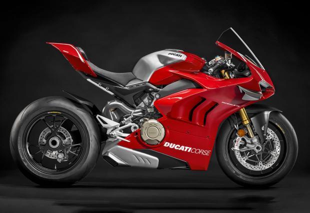 Ducati Panigale V4 R идва с 221 к.с., 172 кг, а състезателната версия е с 234 коня и е още по-лека