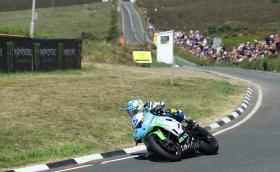 Дийн Харисън спечели второто състезание Monster Energy Supersport TT. Майкъл Дънлоп на 5-о място след 30-секундно наказание
