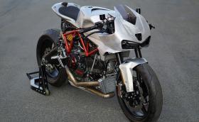 Това е 2003 Ducati SuperSport 1000 DS, превърнато в… кафе файтър
