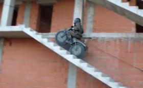 Това е руски мотор 2x2, който плава и се събира в два сака. Видео