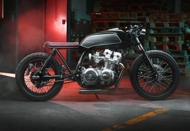 Представяме ви 'Primo', изумителната Honda CB750, направена от българското ателие Thracian Custom Bikes