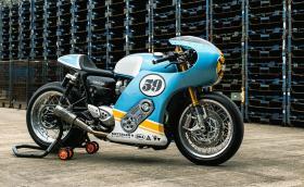 'Phantom Blaze' e Triumph Thruxton R с механичен компресор и метални панели, правени 300 часа