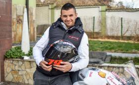 Ангел Караньотов и бруталното Ducati Panigale V4 R! DizzyNews епизод 4!