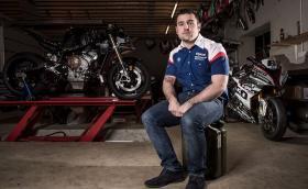 Изненада: Майкъл Дънлоп се завръща за сезон 2019! Ирландецът ще кара за Tyco BMW