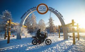Този мъж пресича Сибир с мотоциклет. Кара по 1000 км на ден при -60°