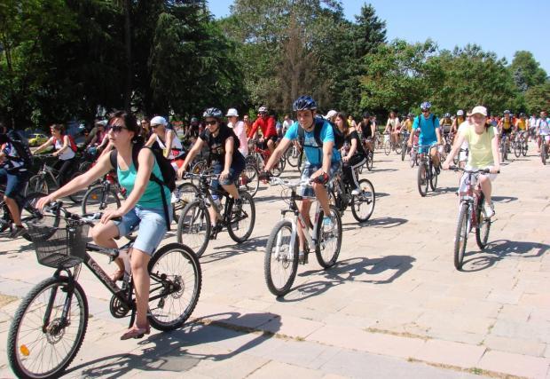 Кметът на Пловдив призова общинските служители да се движат с велосипеди