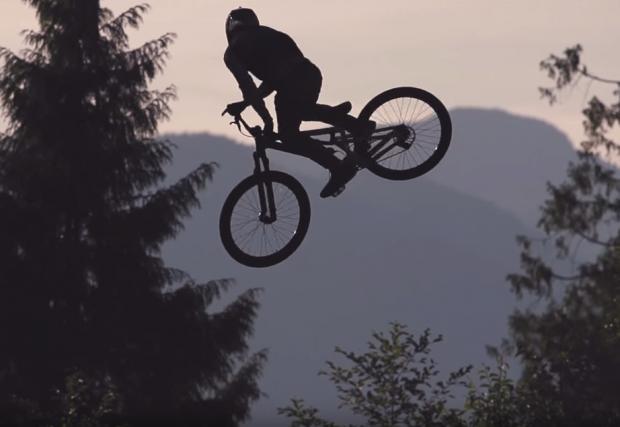 Готино видео с храбри скокове - The Backwoods