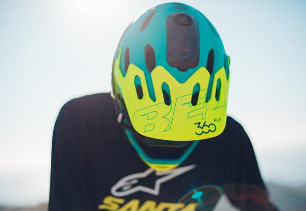 Bell и Giro подготвят серия от умни каски, снимащи 360-градусово видео