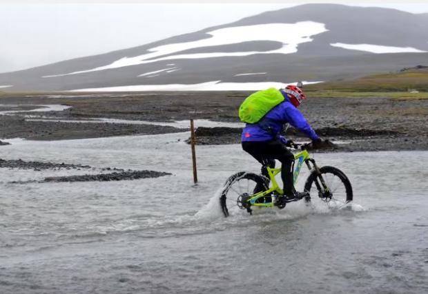 Супер гледки в Исландия. Топ колоездачът Стийв Пит и Ханс Рей в готино видео