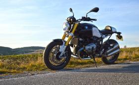 Карахме един от най-харизматичните нови мотори на пазара в момента. BMW R nineT. Галерия