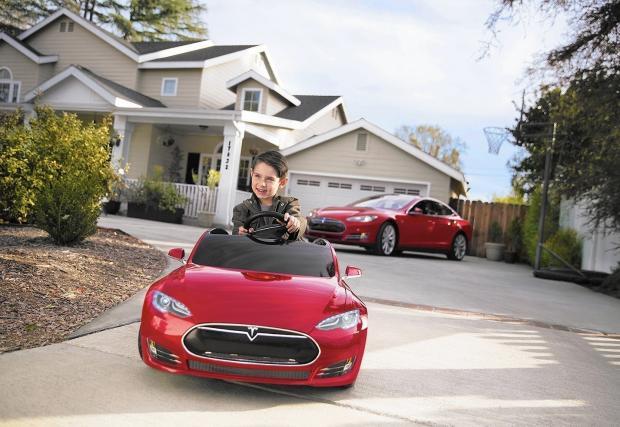 Най-готината детска кола: Tesla Model S (Видео)